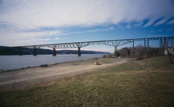 Poughkeepsie Railroad Bridge (HAER, NY,14-POKEP,8-;DLC/PP-97:NY-229)