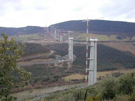 Millau-Viadukt im Bau – Quelle: Unbekannt