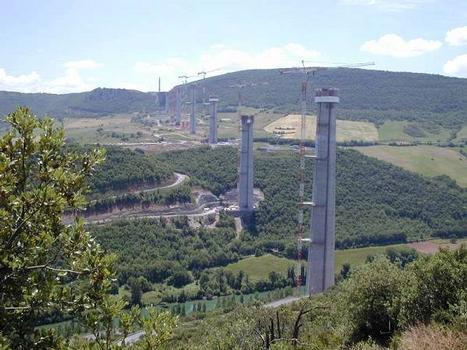 Viaduc de Millau en constructionSource: inconnue