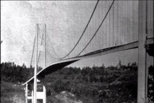 Einsturz der Tacoma Narrows Bridge.