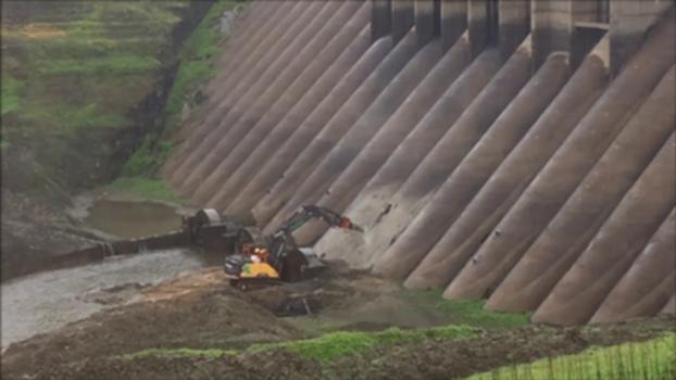 Percement du barrage de Vezins - Manche : Chantier de démolition du barrage de Vezins, dans la Manche. Le mercredo 12 juin 2019 marque le percement de l'ouvrage
