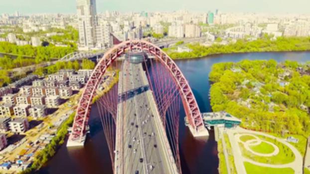 Zhivopisny Bridge : This is the Zhivopisny Bridge, the first cable-stayed bridge in Moscow. Opened on 27 December 2007 as a part of Krasnopresnensky avenue.  Total length of an S-shaped deck exceeds 1.5 kilometers, including a 409.5-meter long, 47-meter wide main section running 30 meters above and along the centerline of river Moskva. The main pylon is a 105-meter high arch across the river, carrying the weight of the deck through 78 cables.  Under the top of the arch, there is a disk-like structure that was intended to house a restaurant.