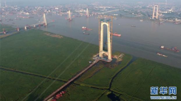 Dongting Lake Bridge in east China soon to open to traffic : The 2,390-meter-long Dongting Lake Bridge on the Hangzhou-Ruili expressway was closed on Tuesday morning, indicating that the construction of the trunkline connecting east and southwest China is completed and will soon to open to traffic.   Subscribe to us on YouTube: https://goo.gl/lP12gA  Download our APP on Apple Store (iOS): https://itunes.apple.com/us/app/cctvnews-app/id922456579?l=zh&ls=1&mt=8  Download our APP on Google Play (Android): https://play.google.com/store/apps/details?id=com.imib.cctv  Follow us on:  Facebook: https://www.facebook.com/ChinaGlobalTVNetwork/ Instagram: https://www.instagram.com/cgtn/?hl=zh-cn Twitter: https://twitter.com/CGTNOfficial Pinterest: https://www.pinterest.com/CGTNOfficial/ Tumblr: http://cctvnews.tumblr.com/ Weibo: http://weibo.com/cctvnewsbeijing