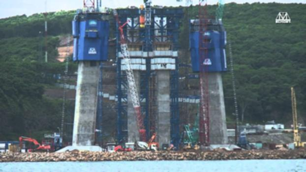 Bridge to Russky Island in Vladivostok:Construction of the cable-stayed bridge to Russky Island over the Eastern Bosphorus Strait in Vladivostok.  More information - www.rusbridge.net