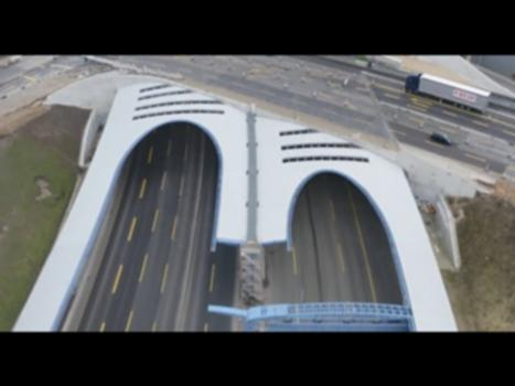 A 7, Tunnel Stellingen: Breitester Tunnel Deutschlands fertiggestellt:Nach einer Bauzeit von fünf Jahren konnte Anfang 2021 die Fertigstellung und Verkehrsfreigabe des Tunnels Stellingen in Hamburg gefeiert werden.  Der Tunnel ist 960 Meter lang und misst an der breitesten Stelle ca. 31 m je Tunnelröhre. Damit ist er das breiteste Bauwerk seiner Art in Deutschland. In Summe wurden für die Gründung des Bauwerks 2.750 Bohrpfähle verbaut. Für die Arbeiten an dem Lärmschutzdeckel wurden insgesamt 93.000 m³ bzw. rund 14.000 Lkw-Ladungen Beton sowie 13.500 Tonnen Stahl und Bewehrung verbaut. Weitere Informationen zum Projekt auf der Website der DEGES: https://www.deges.de/projekte/projekt/a-7-stellingentunnel/