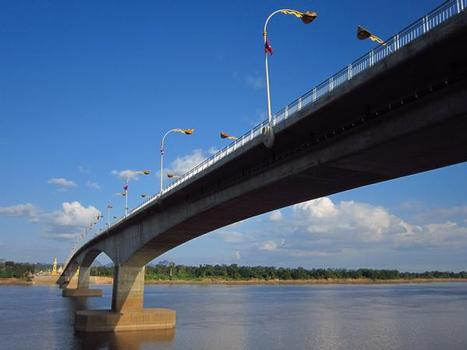 Troisième pont de l'amitié lao-thaïlandaise