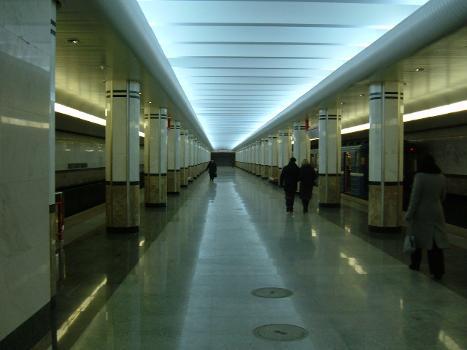 Kamennaya Gorka Metro Station
