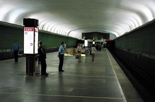 Kupalovskaya Metro Station