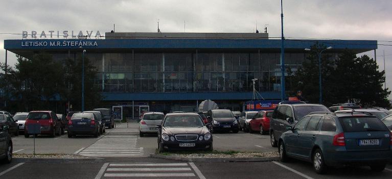 Aéroport M. R. Stefánik