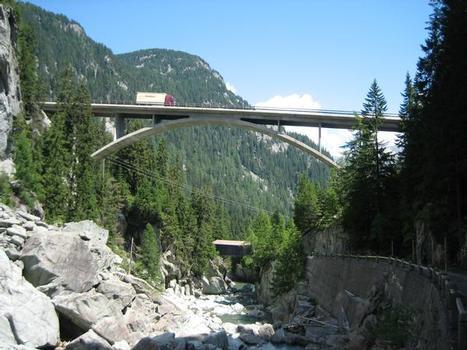 Hinterrheinbrücke Crestawald