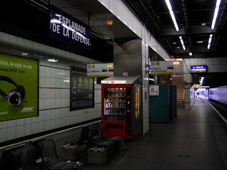 Metrobahnhof Esplanade de la Défense