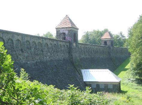 Staumauer der Euba-Talsperre bei Chemnitz