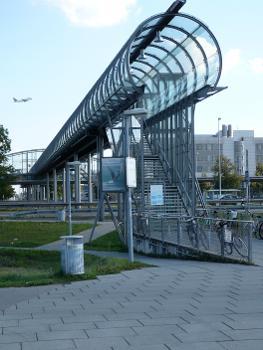 Passage piétons supérieur de l'aéroport de Munich