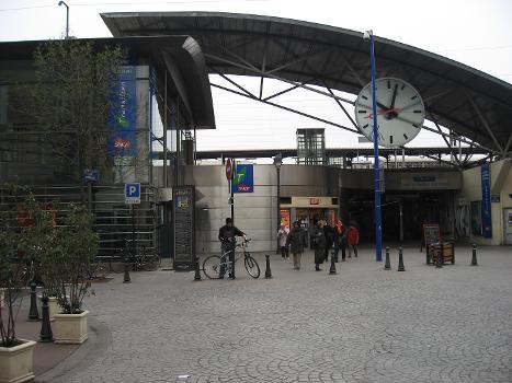 Asnières-sur-Seine Station
