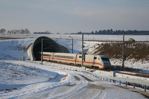 Nordportal des Geisbergtunnels mit ICE S an der Schnellfahrstracke Ingolstadt–Nürnberg
