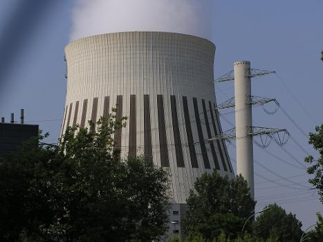 Berlin, Heizkraftwerk Reuter West, Kühlturm und Freileitungsmast
