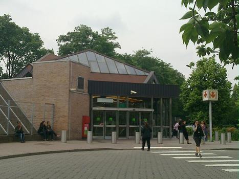 Metrobahnhof Pont de bois