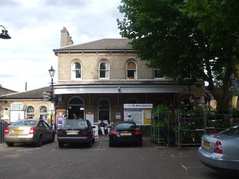 Kew Gardens Station