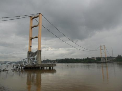 Kutai Kertanegara Bridge after the deck collapse