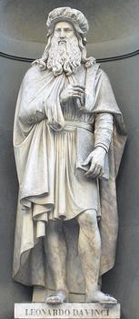 Statue von Leonardo da Vinci an den Uffizien in Florenz