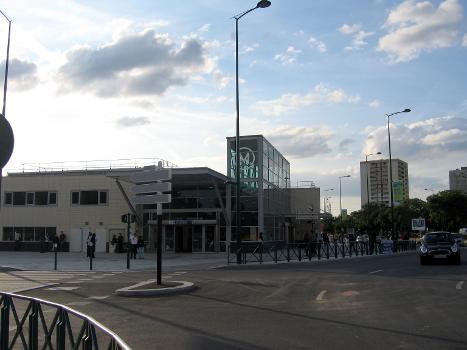 Station de métro Asnières - Gennevilliers - Les Courtilles