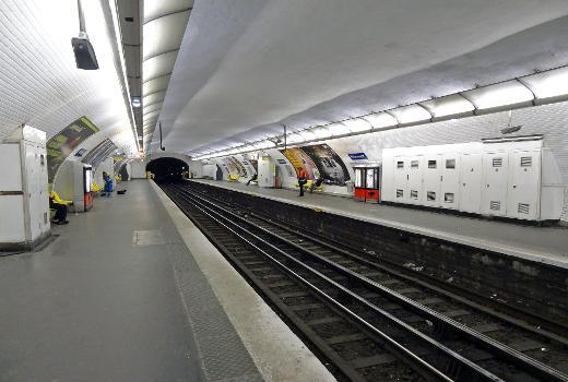 Station Poissonnière de la ligne 7 du métro de Paris, France.