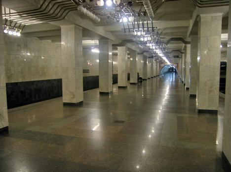Mashinostroiteley Metro Station