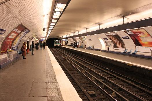 Global view of Invalides Paris metro station on line 8