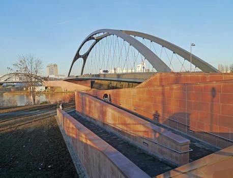 Pont de l'Osthafen à Francfort