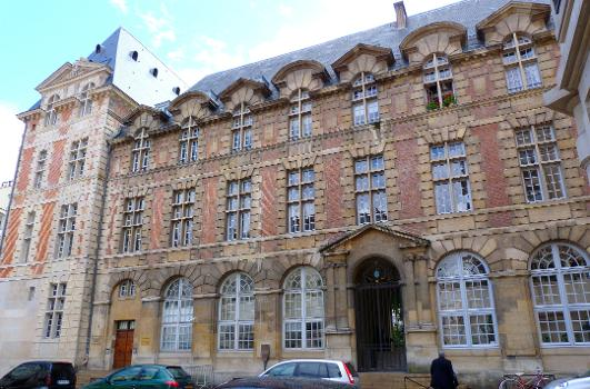 Palais abbatial de Saint-Germain (1586), 2 rue de l'Abbaye, Paris (6e arrond.) - Occupé par l'Institut Catholique
