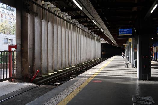 Invalides Station