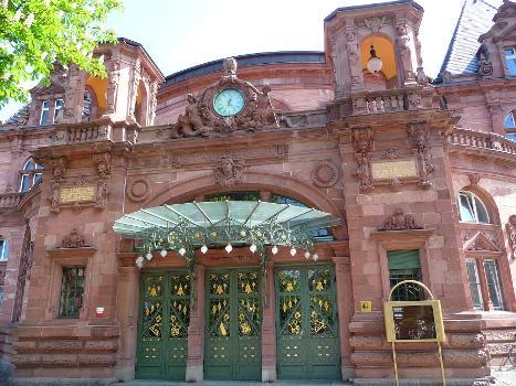 Haupteingang der Stadthalle in der Heidelberger Altstadt (Baden-Württemberg, Deutschland)