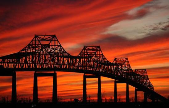 Le Sunshine Bridge franchit le Mississippi dans la Paroisse de Saint-Jacques en Louisiane