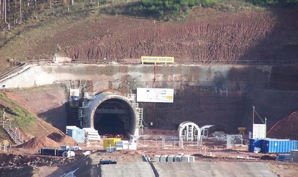 Tunnel de Saverne Westportal, die erste Röhre ist schon fertig ausgebrochen, die zweite ist noch im Bau