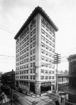 The Van Antwerp Building in 1907, soon after it was completed as Mobile's first skyscraper. Located at the corner of Dauphin and Royal Streets in downtown Mobile, Alabama. (Source: University of South Alabama Archives)