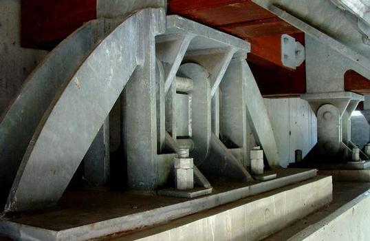 Pont d'accès à l'aire de Chavanon