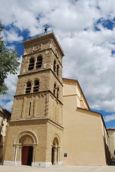 Vue générale de l'église Saint-Jean-Baptiste à Valence depuis la place Saint-Jean