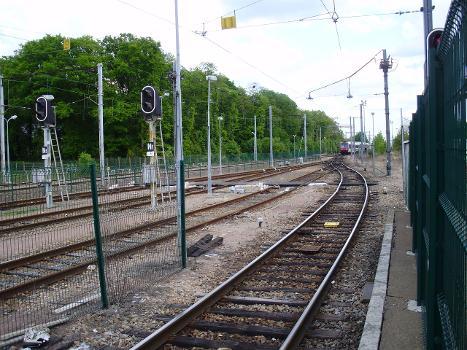 Bahnhof Dourdan - La Forêt