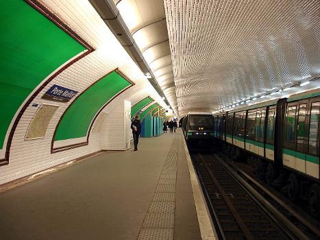 Porte Maillot Metro Station