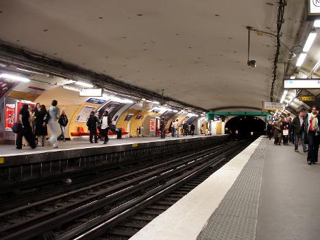 Metrobahnhof Charles de Gaulle - Étoile