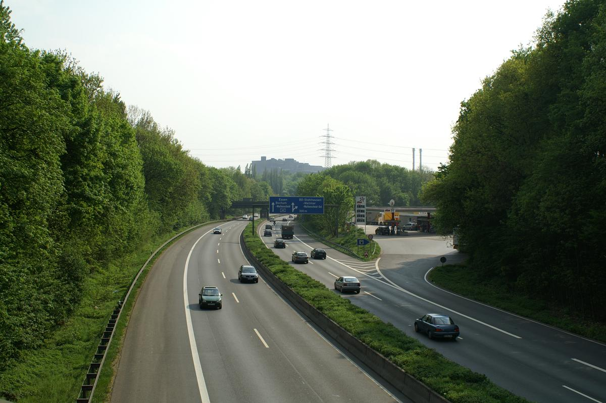 Autobahn A40 between Bochum-Hamme and Bochum-Stahlhausen