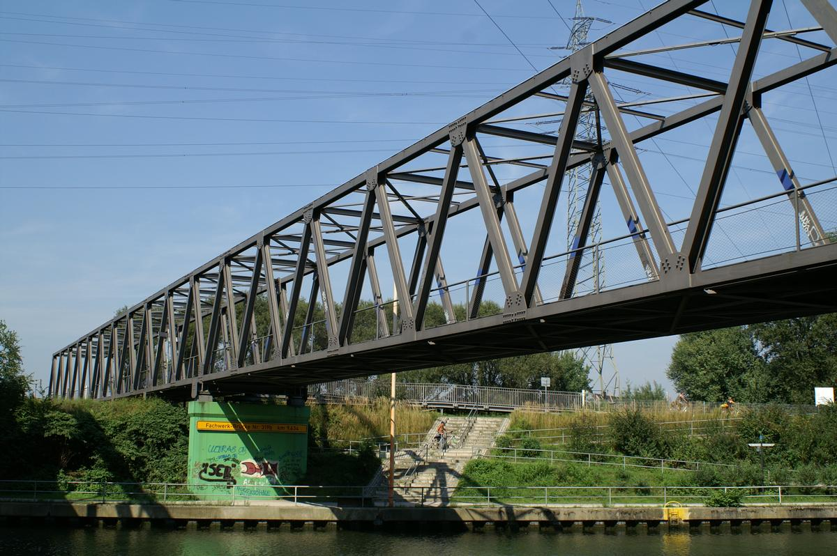 Bridge No. 319b crossing the Rhine-Herne Canal at Oberhausen.