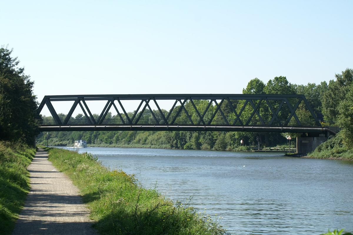 Bridge No. 308 across the Rhine-Herne Canal at Duisburg.