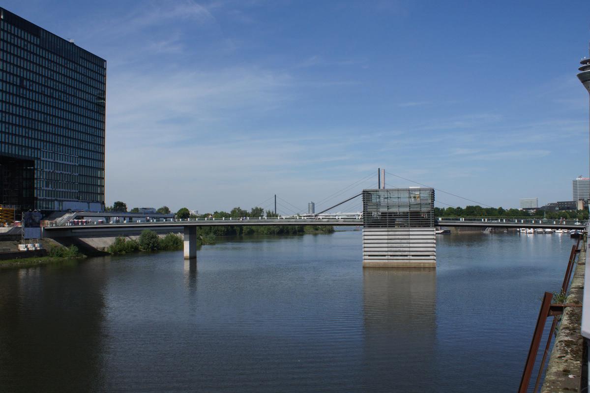 Medienhafen Düsseldorf – The Living Bridge