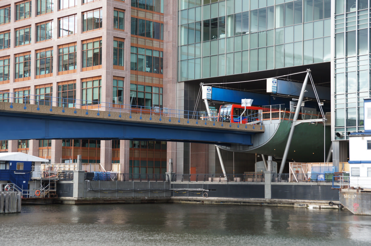 Heron Quays DLR Bridge – Heron Quays DLR station
