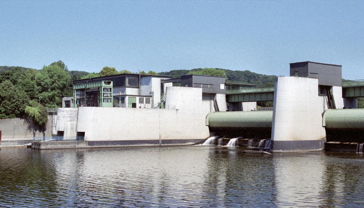 barrage et usine electrique du lac de