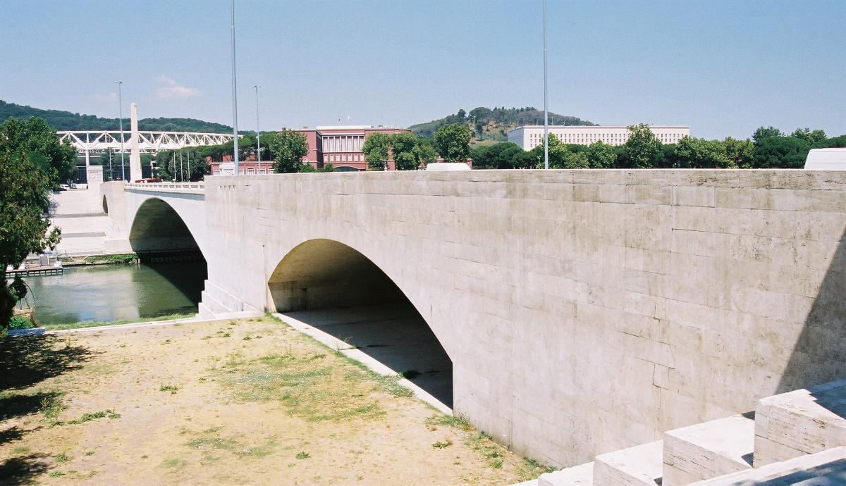 Ponte Duca d'Aosta, Rome.