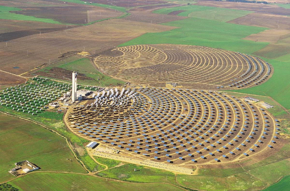 The PS10 Solar Power Plant in the foreground, with the PS20 in the background.