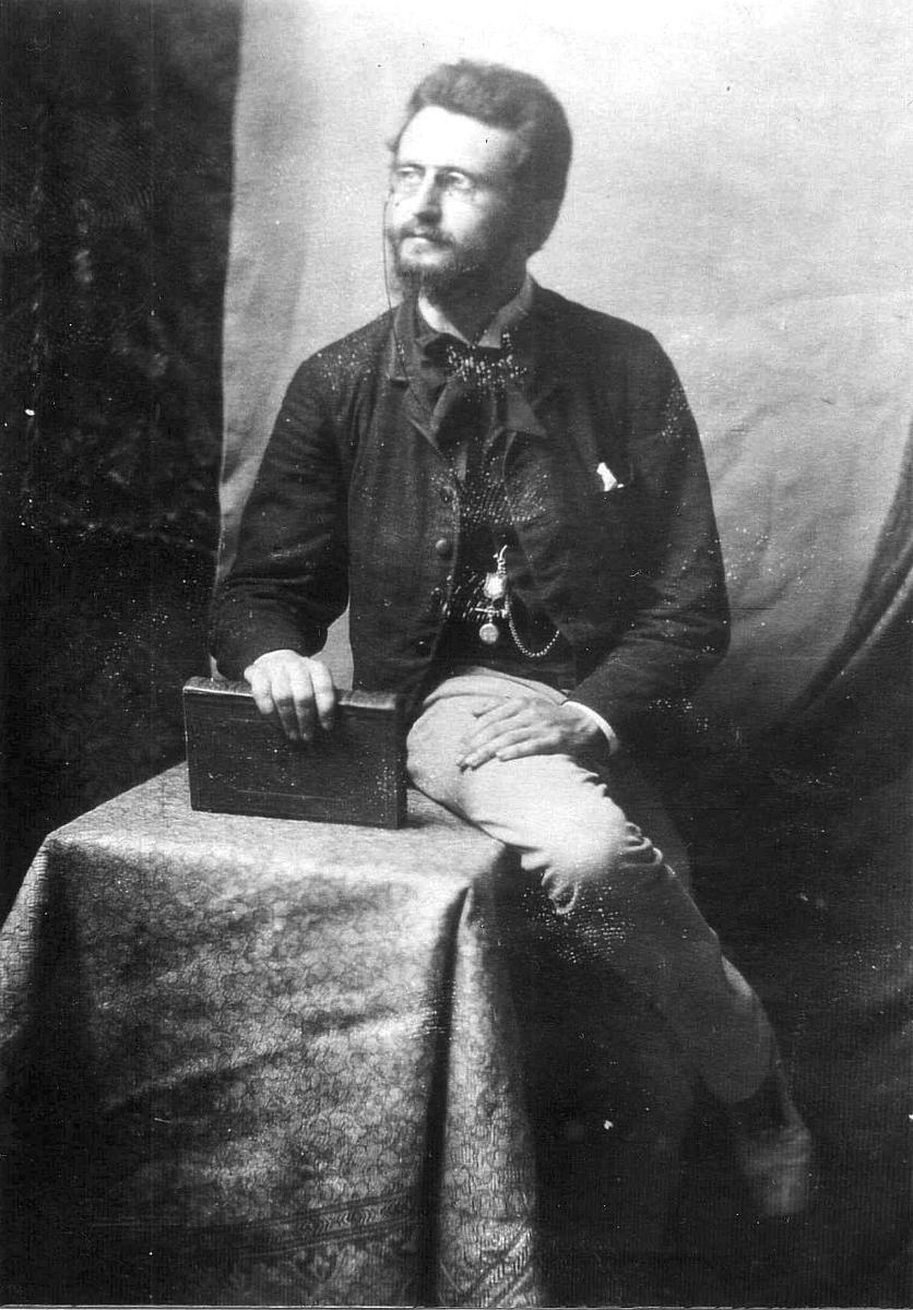 Porträtfotografie von August Menken während seines zweijährigen Auslandaufenthalts in Italien zwischen 1886 und 1898.