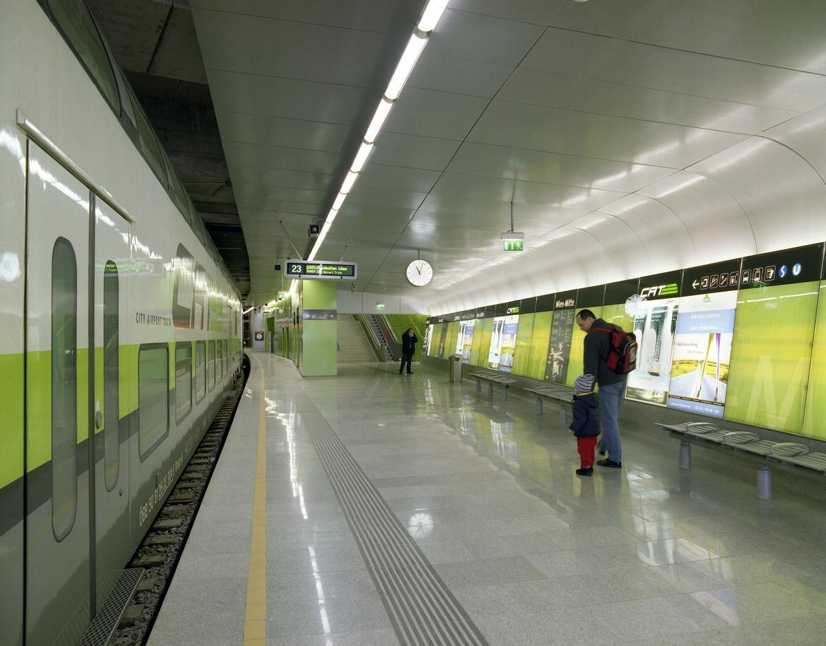 Unterirdischer Bahnsteig